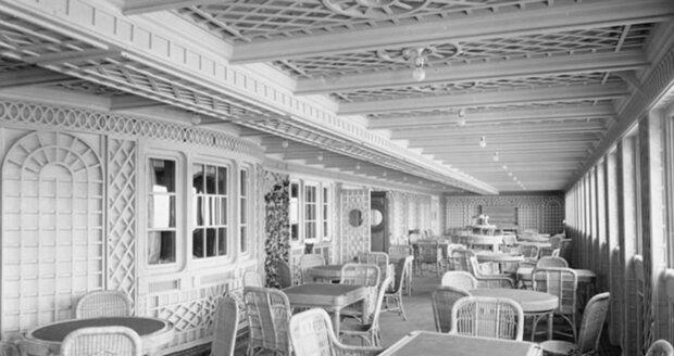 Původní pařížská kavárna na Titanicu