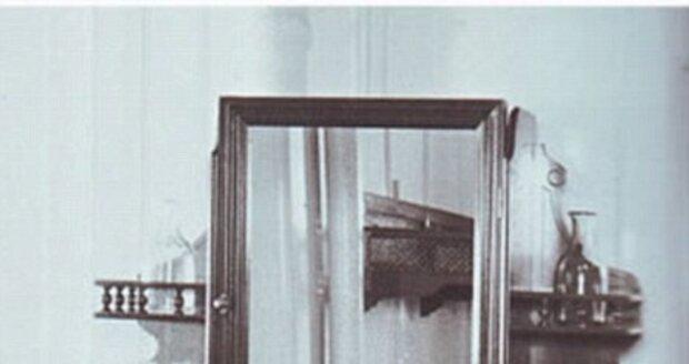 Interiér pokoje v druhé třídě na Titaniku.