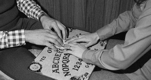 Hry s duchařskou tabulkou nejsou tak nevinné, jak by se mohlo zdát.