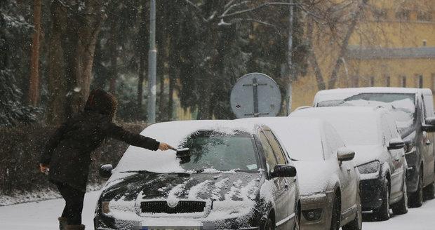 Ještě včera pokryl Česko sníh.
