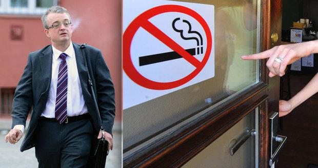Kuřáci si v hospodách už nezapálí, schválila Sněmovna. Ale byly to nervy
