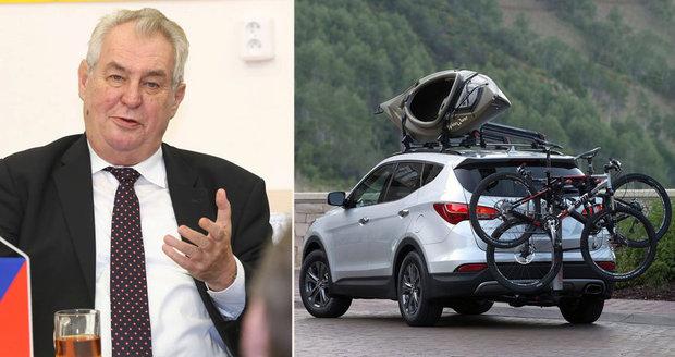 Nemocný podvodník, kterému dal Zeman milost: Po vesnici jezdí v SUV se švýcarskou značkou, tvrdí místní