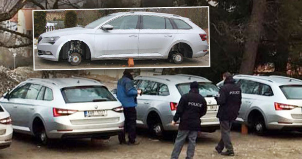 Zloději na Lipně v noci ukradli kola z osmi superbů! Účastníci firemního školení museli domů autobusem