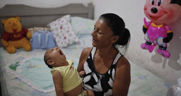 Sperma, sliny, moč i mateřské mléko. Všude tam se drží virus zika
