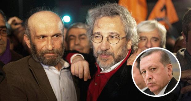 Turecko propustilo dva novináře. Upozornili na vazbu islamistů na Ankaru