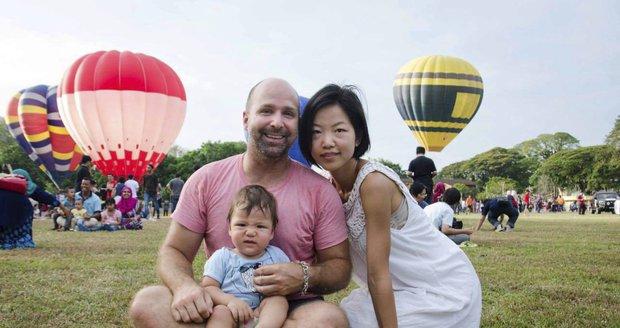 Mladý pár odešel do důchodu a cestuje po celém světě.