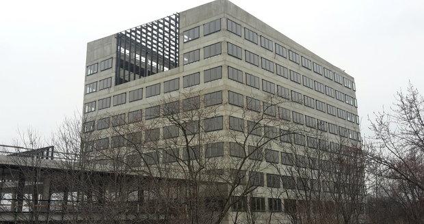 Budova nedostavěné nové radnice Prahy 8