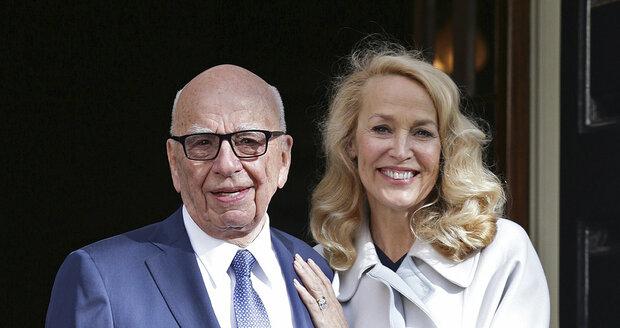 Magnát Rupert Murdoch se počtvrté oženil, vzal si Jerry Hallovou.