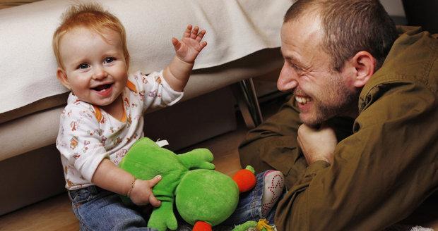 Krkavčí matka, neschopný moula: Tátové chtějí být s dětmi, bojují nejen s předsudky