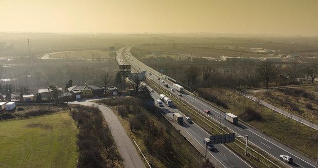 Pražský okruh má urychleně propojit hradeckou dálnici s D1, volá Praha 11