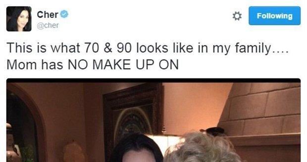 Cher s maminkou, která na sobě nemá make-up.