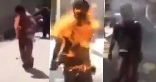 Drastické záběry: Muži se vznítil telefon v kapse, proměnil se v lidskou pochodeň