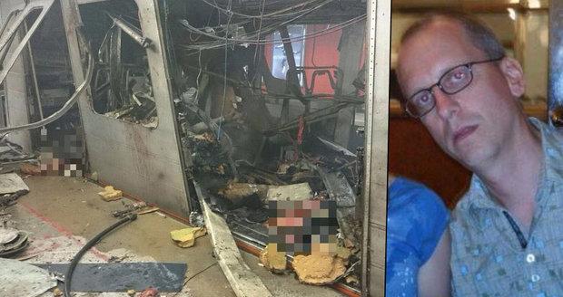 Jsem v pořádku, napsal David po výbuchu na letišti. Pak nasedl do metra, ve kterém se odpálil atentátník