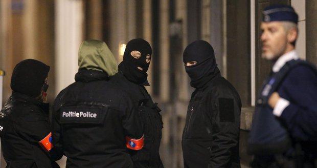 Policisté v noci zasahovali v líhni teroristů: Zatkli dalších šest podezřelých