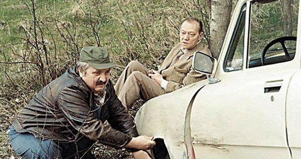 Marián Labuda s Rudolfem Hrušínským ve filmu Vesničko má středisková.