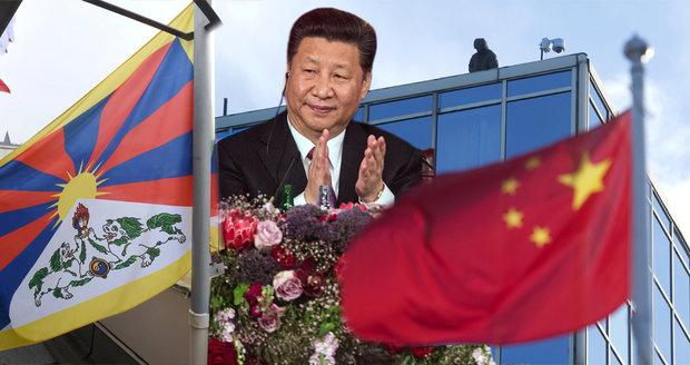 """Policie zasáhla proti tibetské vlajce v okně. Prý byla """"bezpečnostním rizikem"""" pro vůdce Číny"""