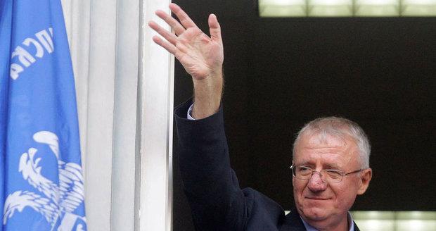 Vraždy, mučení, válečné zločiny: Srbský nacionalista Šešelj nic z toho podle soudu nespáchal