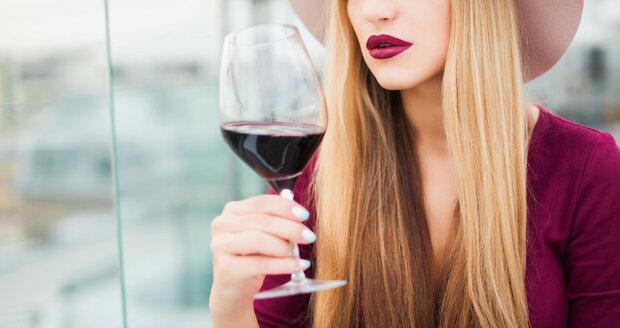 Červené víno ke zdravému stravování patří, ale musíte dodržovat správné porce. V případě vína je to jedna deci.