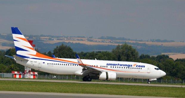 Letadlo Smart Wings na letišti v Ostravě
