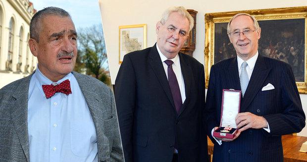 Zeman odměnil rakouského příbuzného Schwarzenberga. Předal mu Řád bílého lva