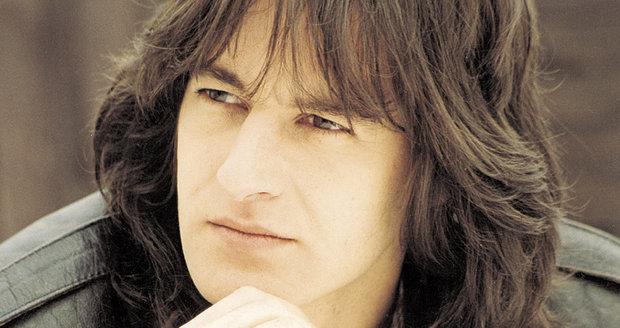 Pavol nosil dlouhé vlasy.