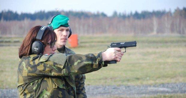 Ivana Zemanová už má revolver. Prezident vyzval Čechy ke zbrojení proti teroru