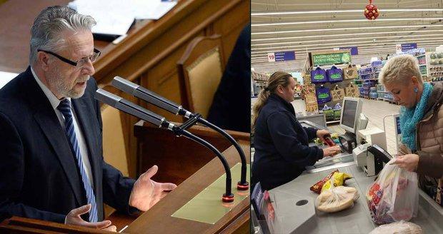 """Poslanci se hádali kvůli svátečním nákupům: """"Nejde o zákazníky, ale o pokladní"""""""