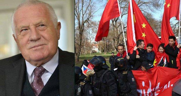 Klaus: Útoky na policii kvůli čínské návštěvě? Soudruzi Bursíkové šaškují