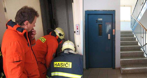 Drama na Teplicku: Se čtyřmi lidmi se propadl výtah