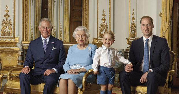 Foto u příležitosti 90. narozenin. Z těchto portrétů udělají archy známek.