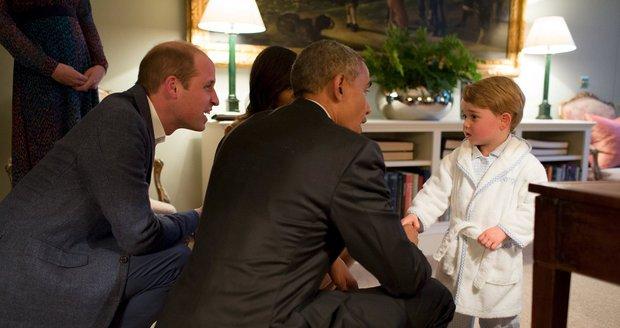 Prezident Obama si potřásl rukou s princem Georgem, který byl v pyžamu a županu.