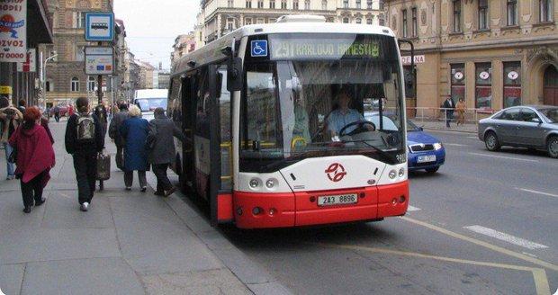 O zavedení mikrobusu hlasují obyvatelé Přední Kopaniny na webu městské části. (Ilustrační foto)