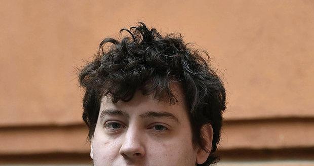 Kevin Dahlgren ve vězení přibral a nechal si narůst vlasy.