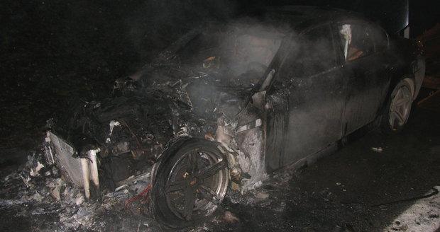 Kaskadéři bourali v levných autech do luxusních, 133 lidí obviněno z podvodu
