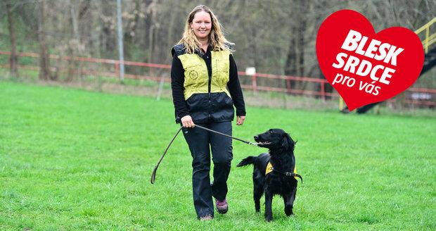 Kateřina Kadlecová se živí se jako trenérka asistenčních a vodicích psů pro organizaci Helppes.