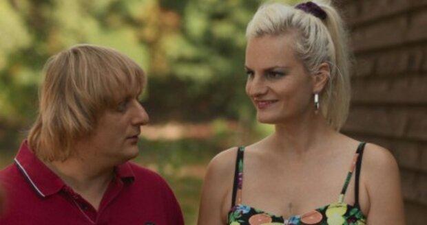 Lukáš Pavlásek s Ivou Pazderkovou hrají manželský pár v seriálu Na vodě.