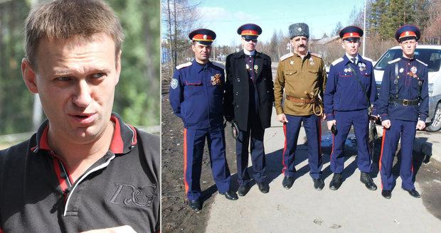 Opozičník Navalnyj dostal nakládačku. Na jihu Ruska ho zbili kozáci