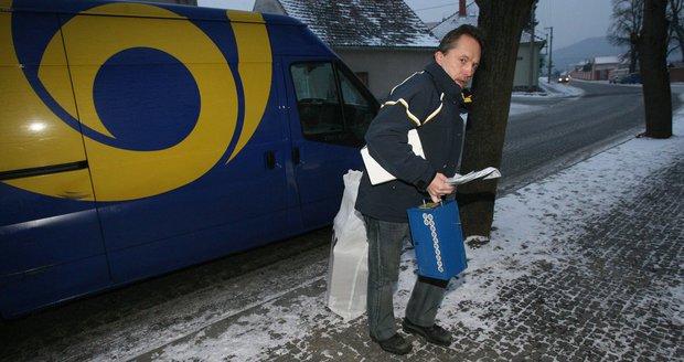 Tisíce reklamací a nespokojení zákazníci: Pošta zdraží i přes problémy