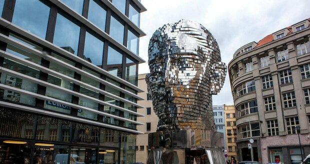 Pohyblivá hlava Franze Kafky od Davida Černého v Praze