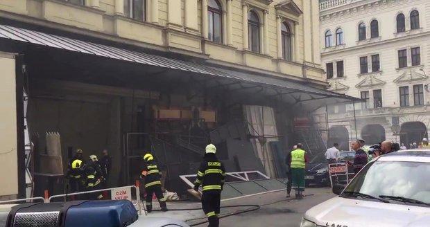 Po požáru u Mahenova divadla v Brně pět zraněných