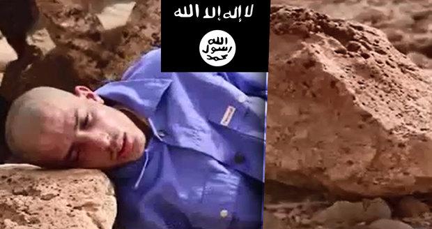 Islámský stát znovu šokuje brutalitou: Vězni rozdrtili hlavu balvanem!