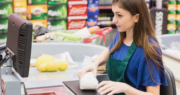 Ve středu si ve svátek nakoupíte naposledy v supermarketu. ANKETA: Souhlasíte s omezením?