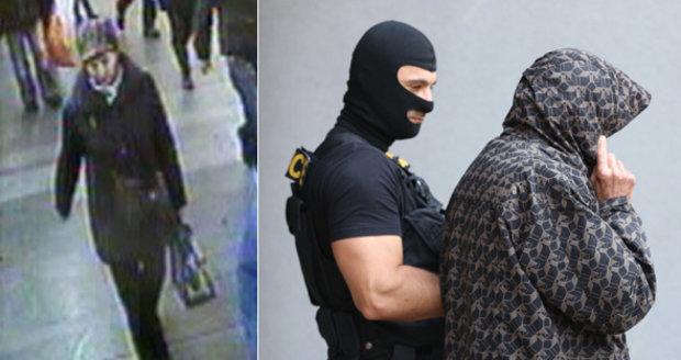 Vraha z tramvaje č. 17 prozradily ruce: Cestou k soudu skrýval tvář