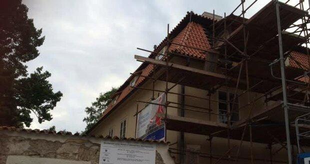 Takhle probíhala oprava Werichovy vily.