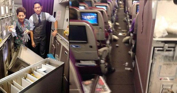Horor na palubě dopravního letadla: Po kabině létaly vozíky s jídlem, zranily posádku i pasažéry
