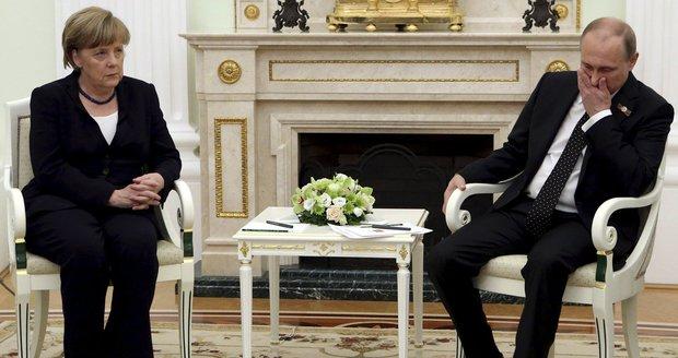 Merkelová ukáže Putinovi červenou kartu? Rusko je pro Němce nově hrozbou Evropy