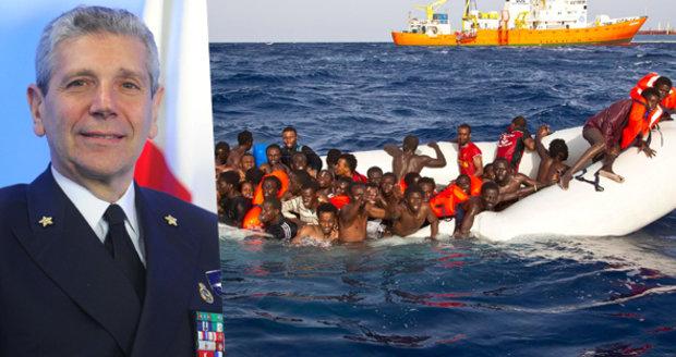 """""""Afrika exploduje a migranti jsou jak voda."""" Admirál školil experty v Praze"""