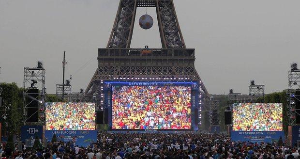 Ve Francii stávkují piloti. Jak to ohrozí dopravu fanoušků na Euro 2016?