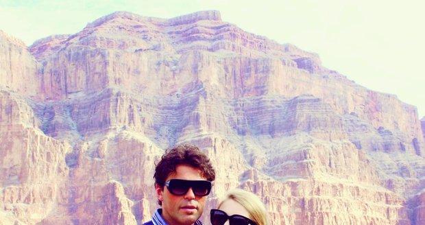 Pavlína a Jaromír jsou si velice blízcí. Na fotografii byli na výletě v Las Vegas.