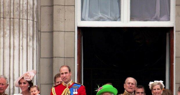 Královna při svém jubileu opravdu zazářila... Výběrem kostýmku je přirovnávána k žabákovi.
